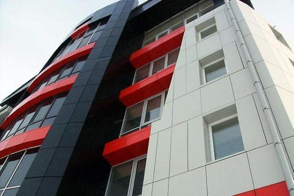fasad-mnogoetazhnogo-zhilogo-doma